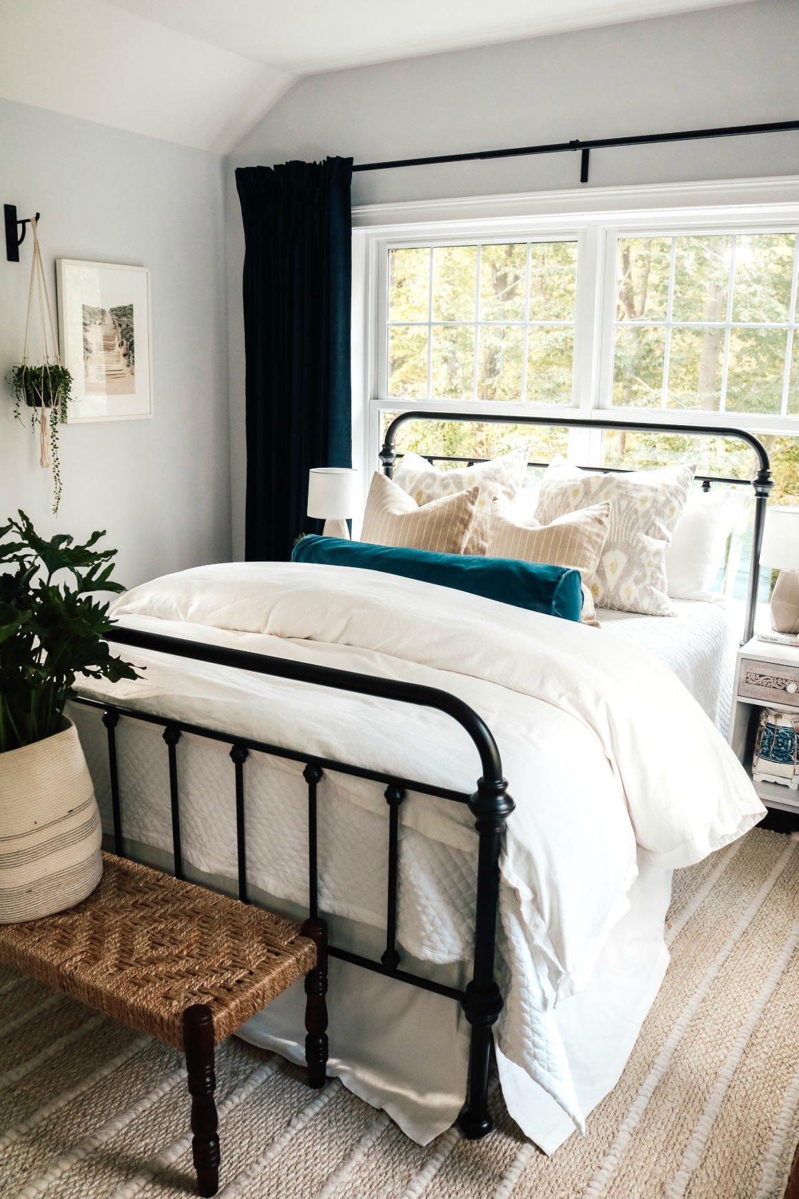 Easy-Bedding-and-Curtain-Panel-Tips-Bedroom-Makeover-492