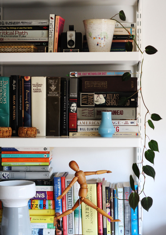 jestcafe.com-bookshelves29