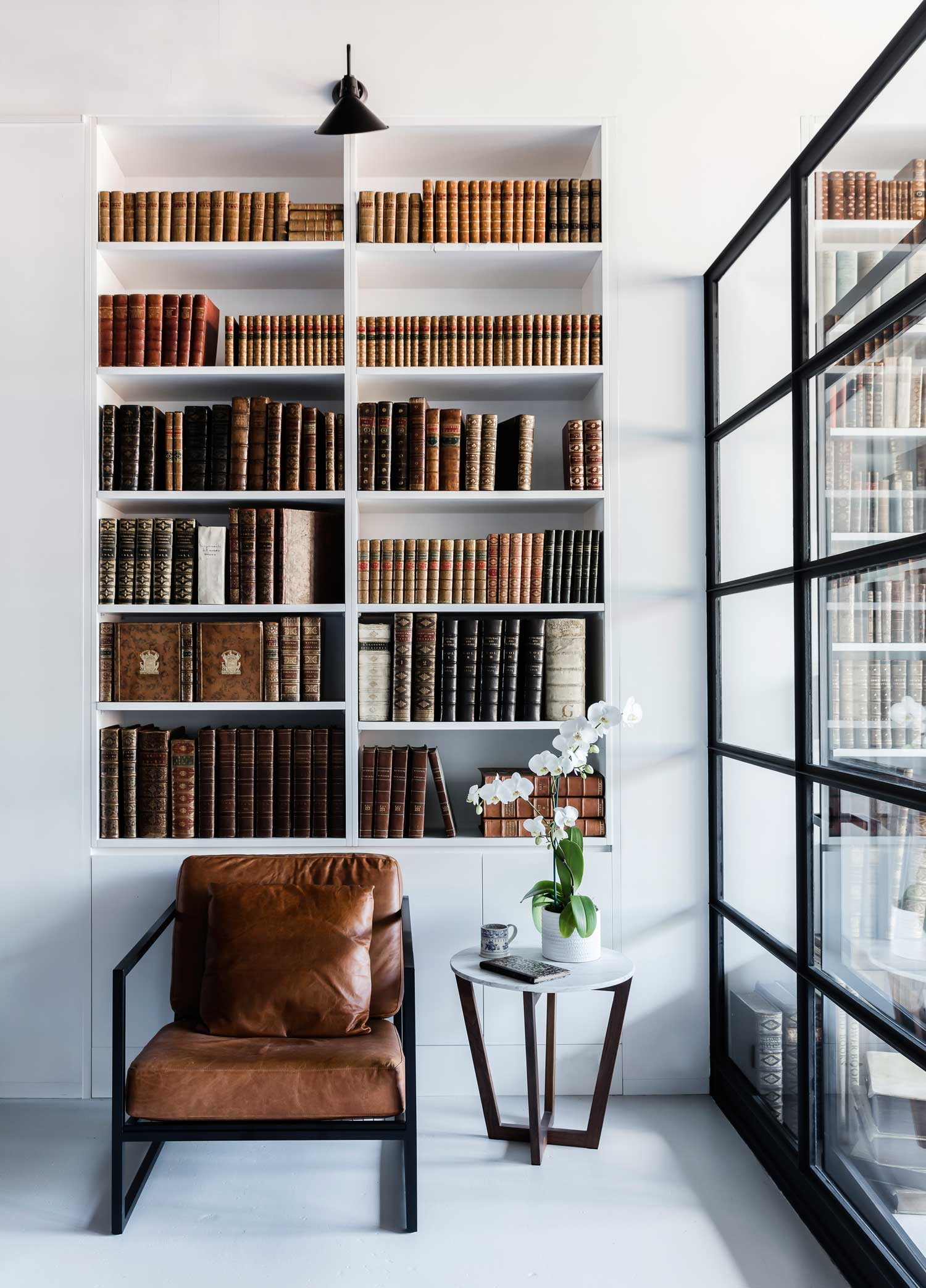 Rare-Bookseller-Office-Space-in-Surry-Hills-by-Busatti-Studio-Yellowtrace-02