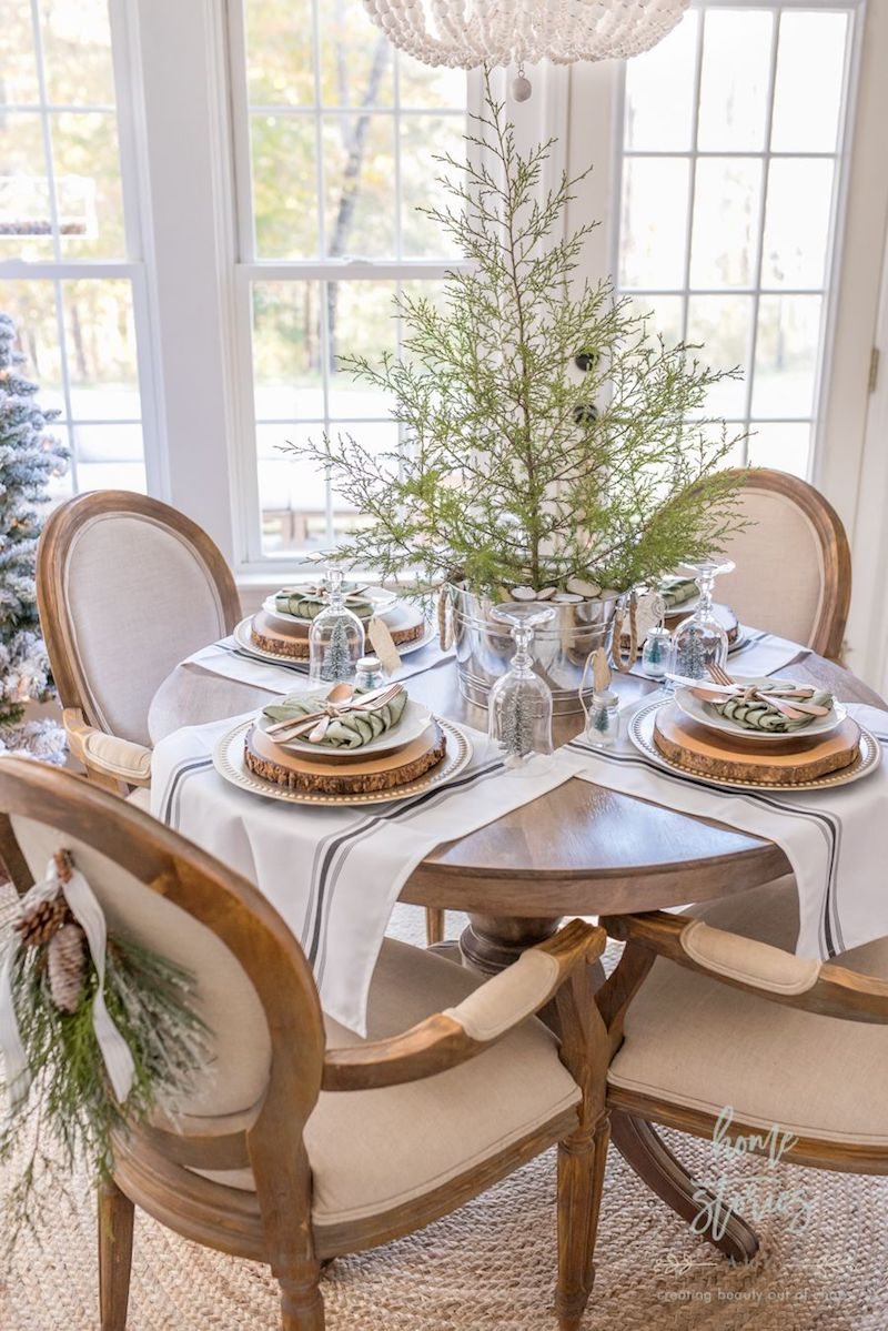 Rustic-Christmas-Dining-Room-via-Home-Stories-A-to-Z