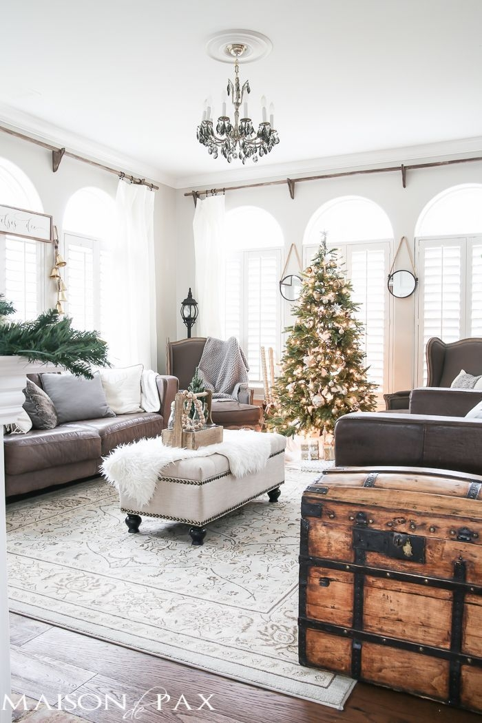 Stunning-Christmas-Living-Room-Decor-Ideas-16