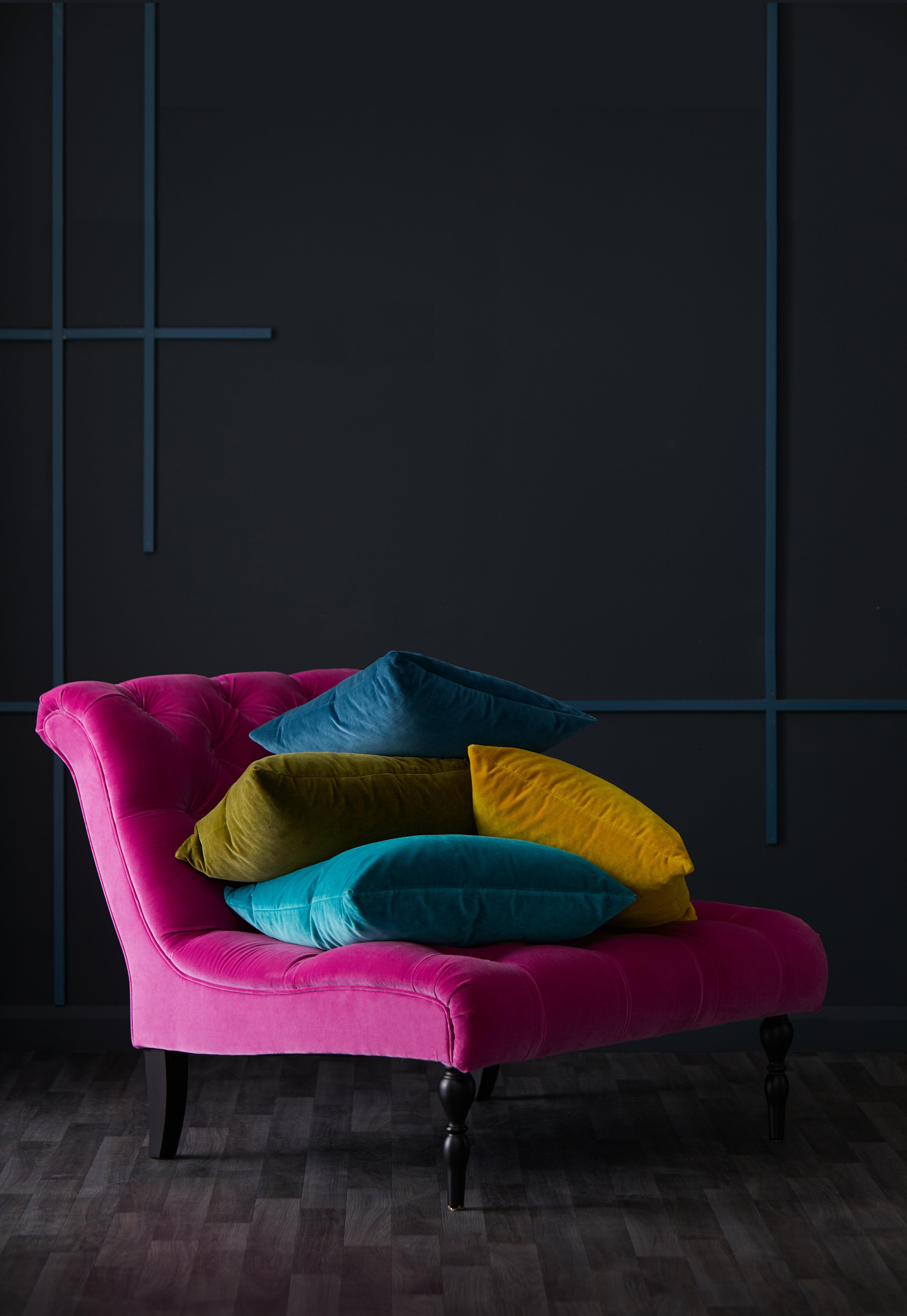 Velvet_Cushions_Port_10911_HR_retouch