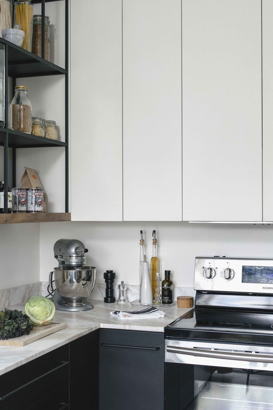 montreal-kitchen-renovation-with-metal-appliances